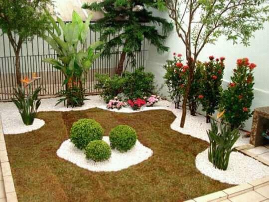aranjos no jardim
