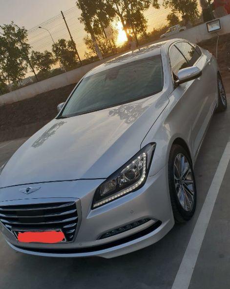 Genesis, carro limpo, pouco usado, motor V6, só 9 mil quilômetros.