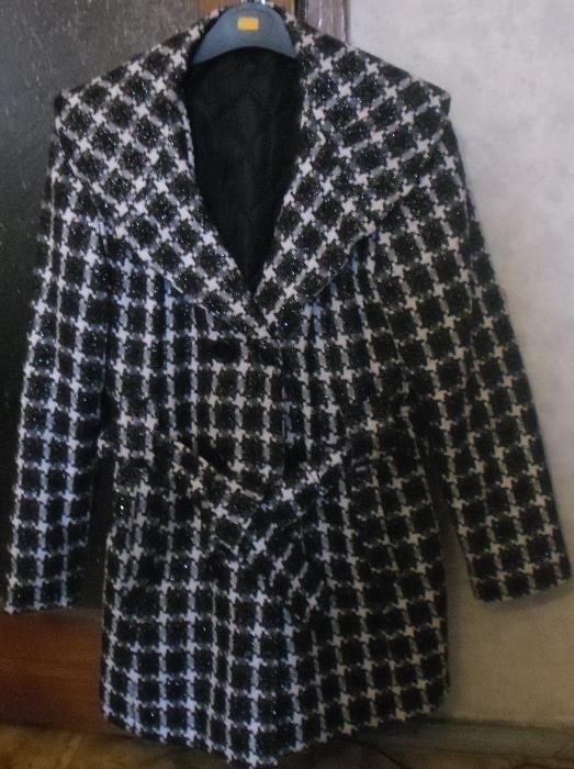 лятно намаление!вълнено ефектно зимно палто бяло и черно каре