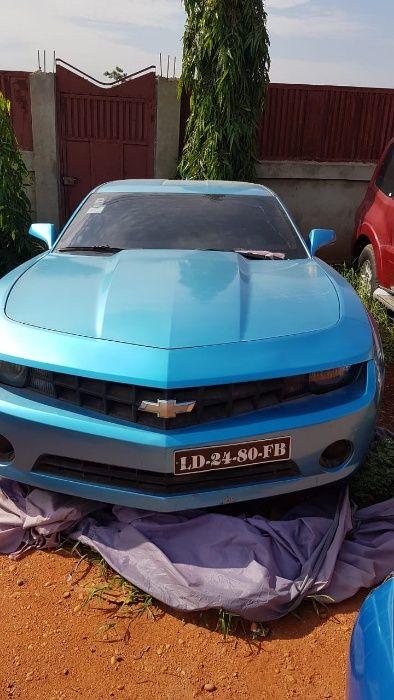 Camaro com motor desmanchado vendo a 2.300.000 negociável