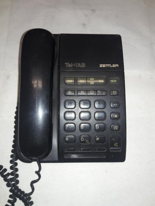Telefon Zettler cu robot incorporat, foloseste minicasete