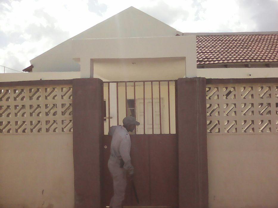 Vendo-se esta casa em malhatsene no condominio Cidade de Matola - imagem 1