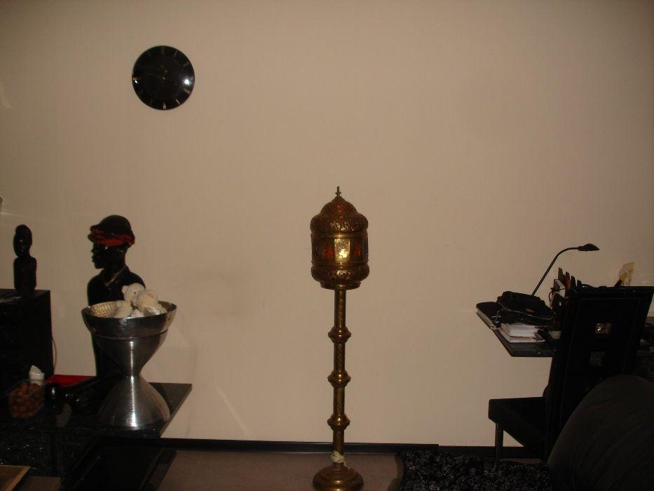 Lampa alama orientala, pe picior.