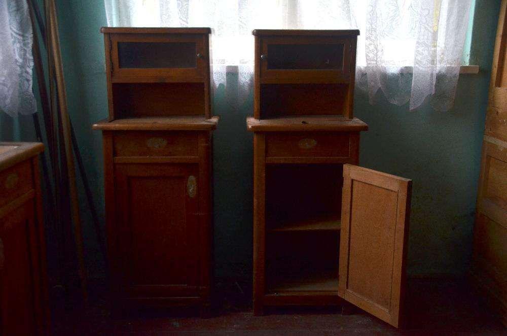 Vand set mobila veche, de calitate, necesita putina reconditionare.