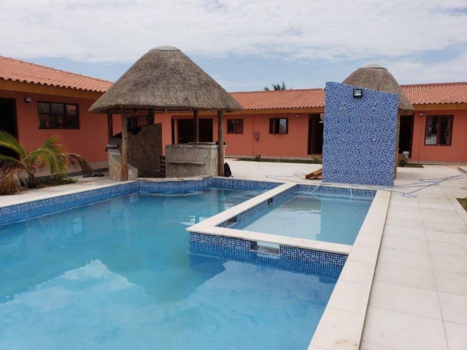 Vende-se este complexo turístico com 23 quartos no Mussulo