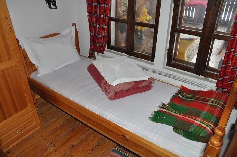 Почивка в Еленския балкан - Дядовата къща гр. Елена - image 9