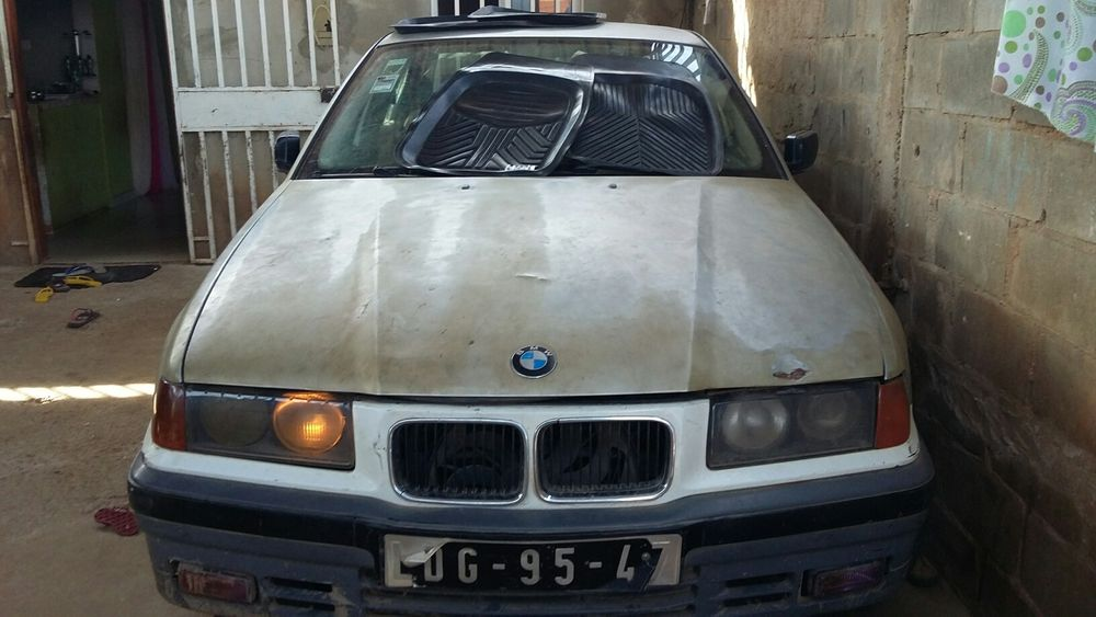 Vendo BMW Serie 3 modelo 320i Seis cilindro