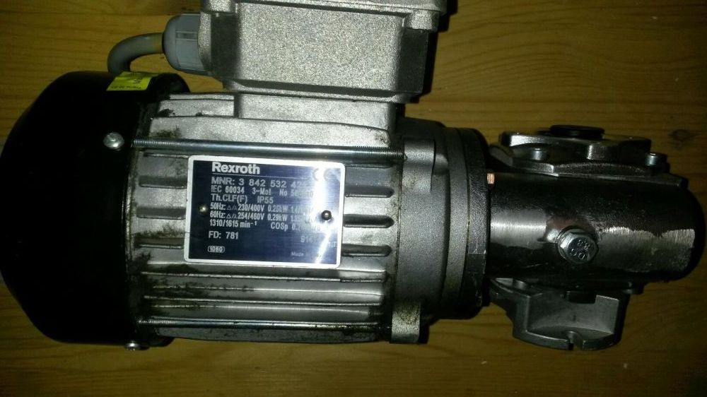 Motor electric cu reductor