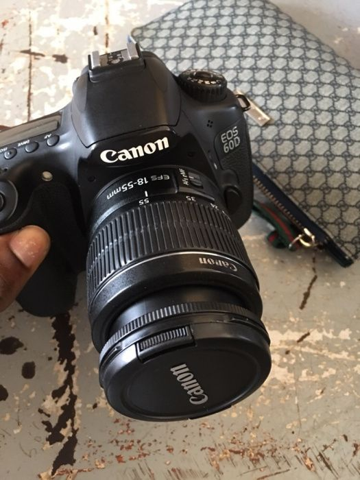 Vendo urgente Camera Cânon 60D semi nova