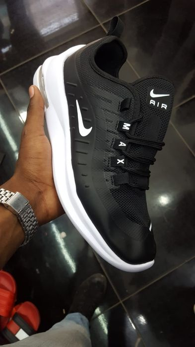 Nike preta