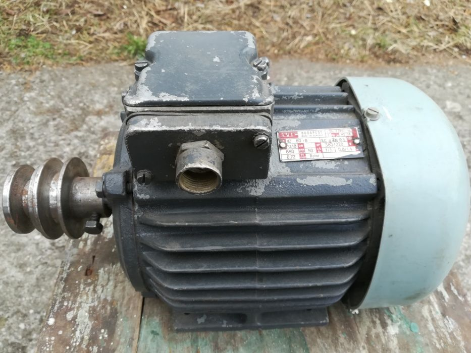 Motor electric 0,18 kW, 220/380 V, producator EVIC - Ungaria
