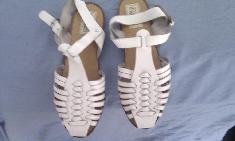 Sandale albe pentru copii