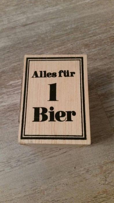 Halba de bere in dulapior de lemn marcata