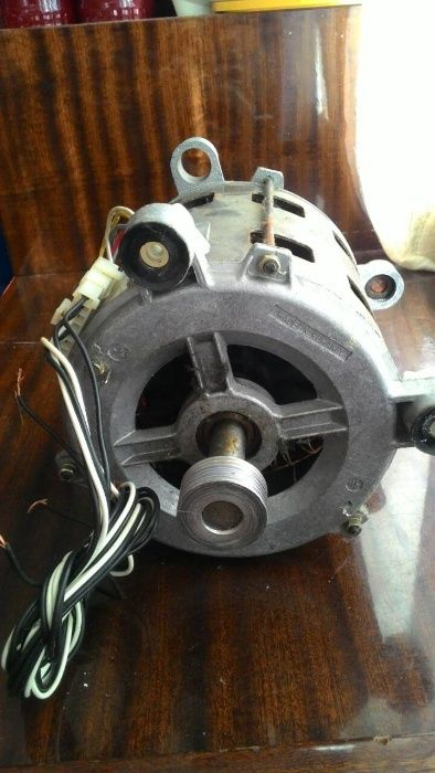 Двигател за пералня INDESIT W 445 TP
