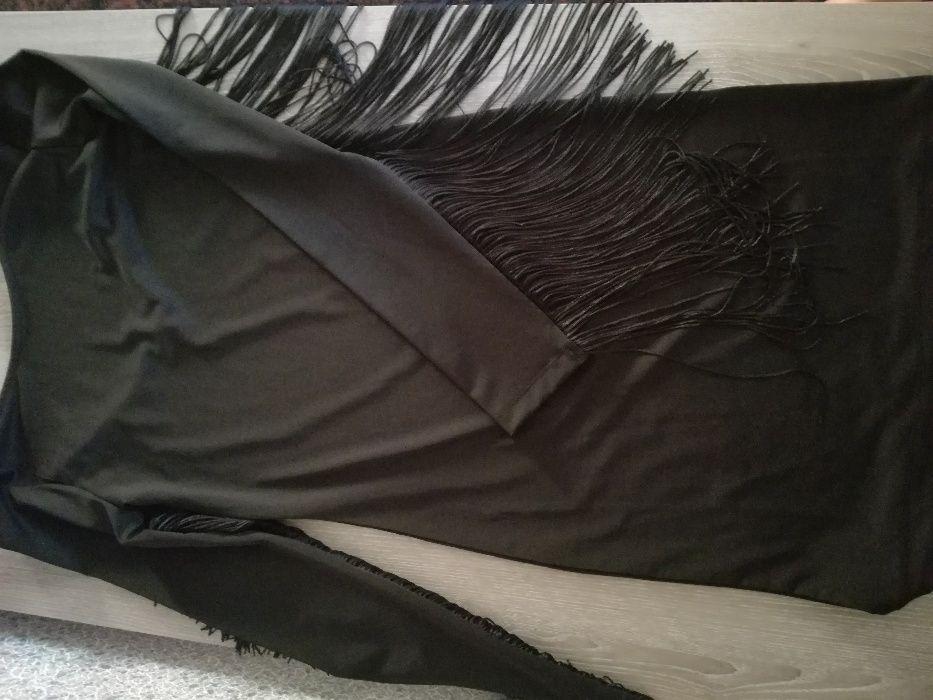 черна рокля по тялото с ресни по ръкавите