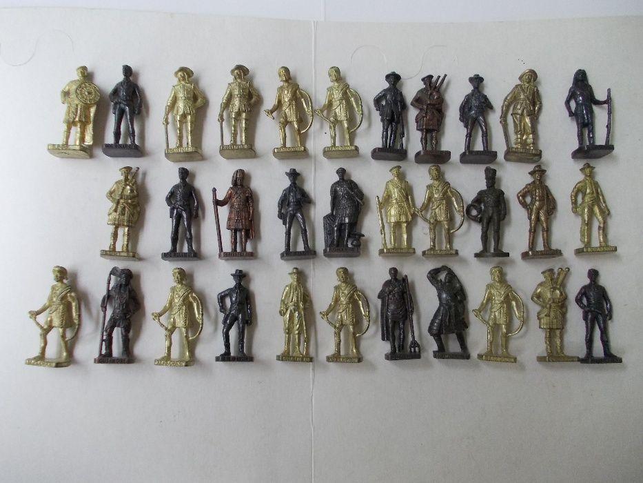 32 soldati Kinder din metal