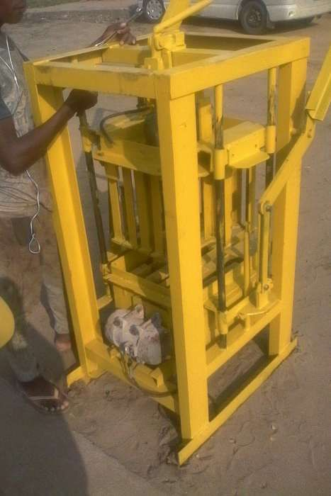 Maquina de blocos