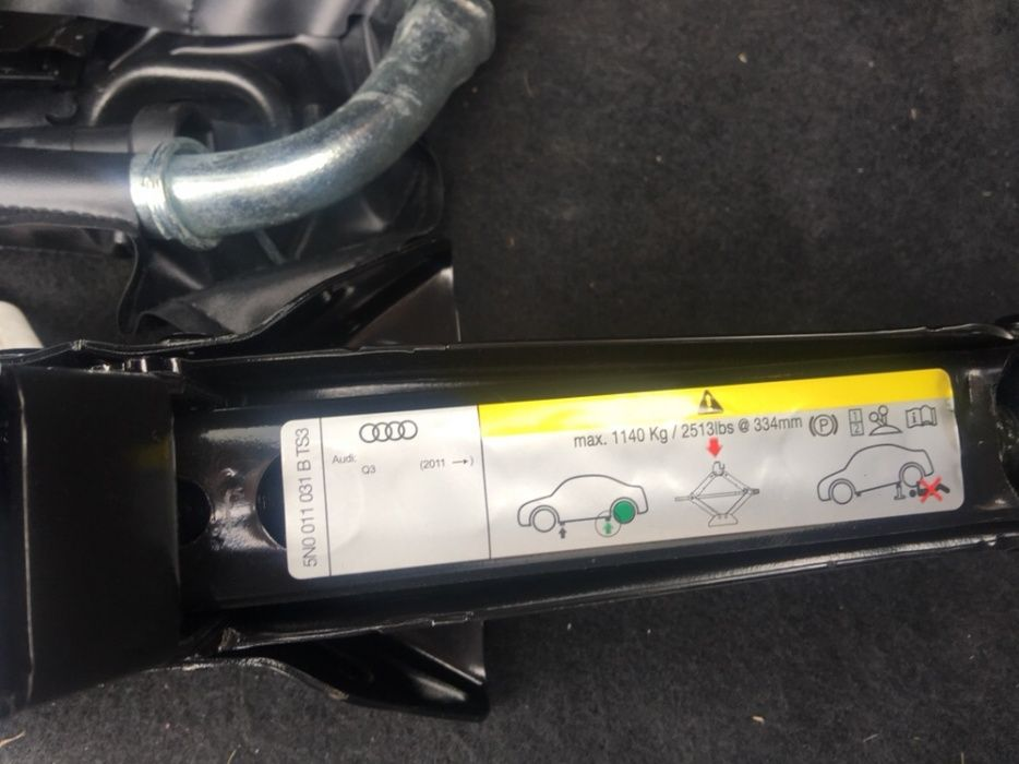 Vand kit scule noi cric + cheie +accesorii pt roata rezerva audi Q3 q5