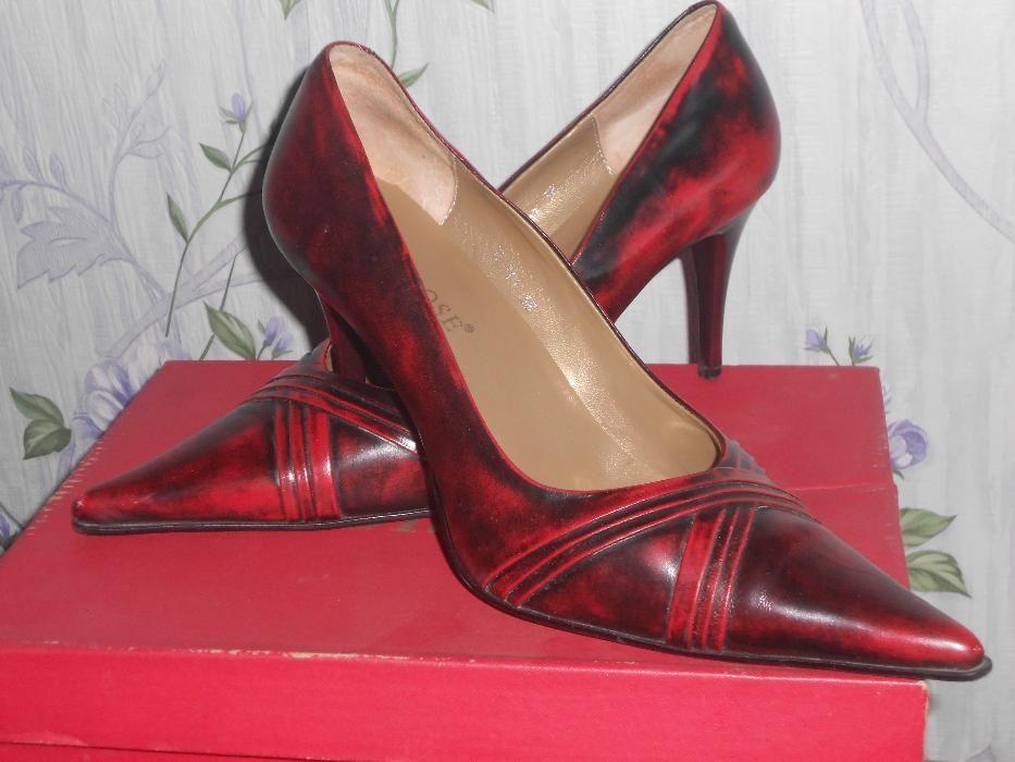 Срочно продам женские туфли