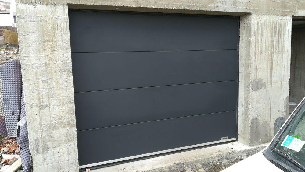 Ușa pentru garaj