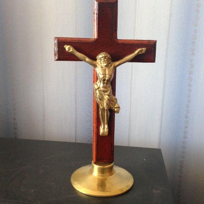 кръст с разпятие