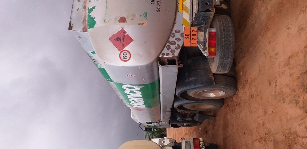 Renault cisterna gasoleo Viana - imagem 3