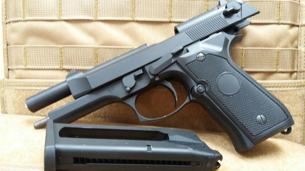 OFERTA Beretta FULL METAL pistol airsoft nou CU RECUL + CO2+bile