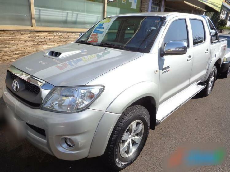 Da Toyota de Moçambique comprada em 2010,Vendo Toyota hilux D4d 3.0