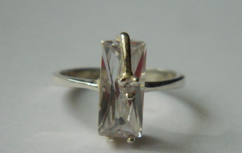 Z49,inel argint 925,nou/marcat, piatra mare,zircon alb, deosebit