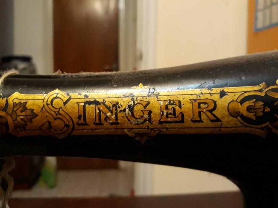 Masina de cusut Singer veche de peste 100 ani