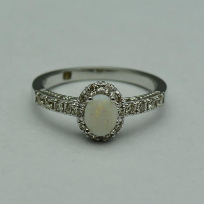 Inel cu opal si diamante (cod 947)