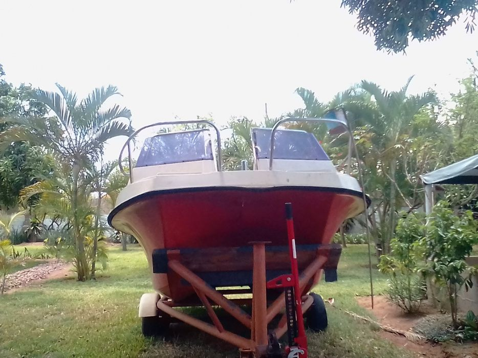 Barco sem o motor