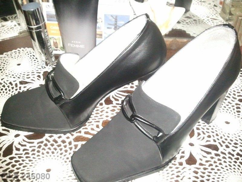 Стилни черни обувки