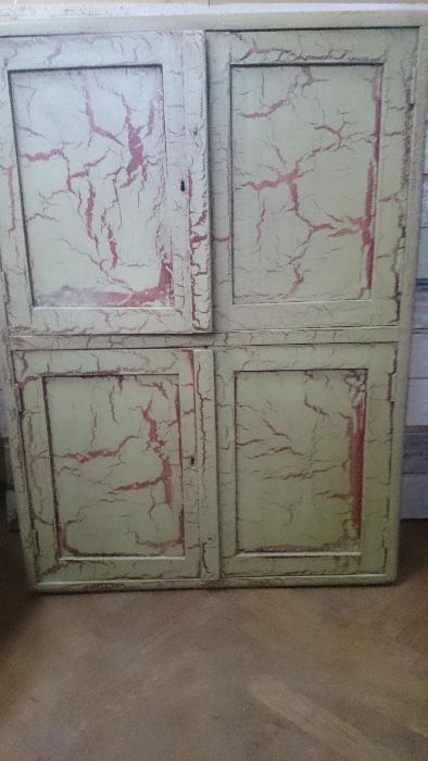 Dulapior vechi lemn pictat patina