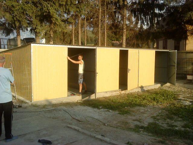 OFERTĂ:Garaj metalic colorat, de 9m x 5m, pentru trei mașini