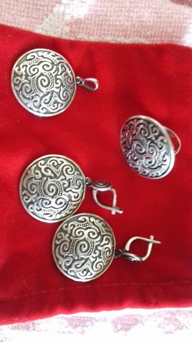 Комплект из серебра (серьги, кулон и кольцо)