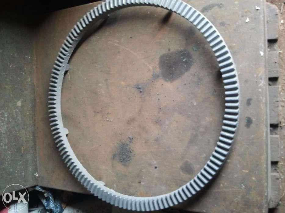 Coroana +pinion (128dinti) pentru betoniera romaneasca(interior 710mm)