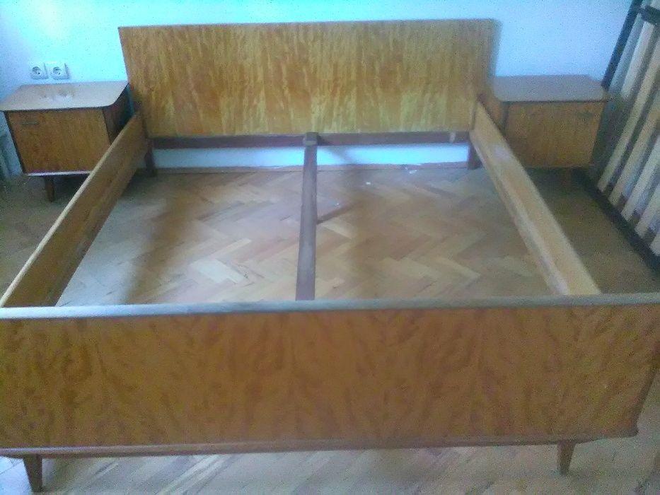 спалня от черешово дърво с 2 нощни шкафчета