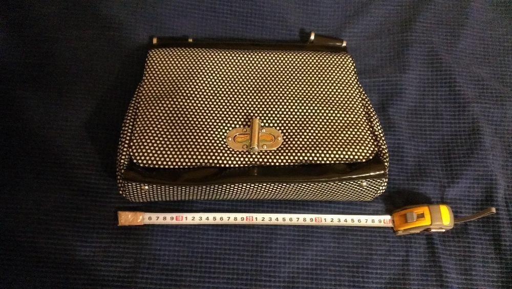 Дамска кожена чанта на черни и бели точки