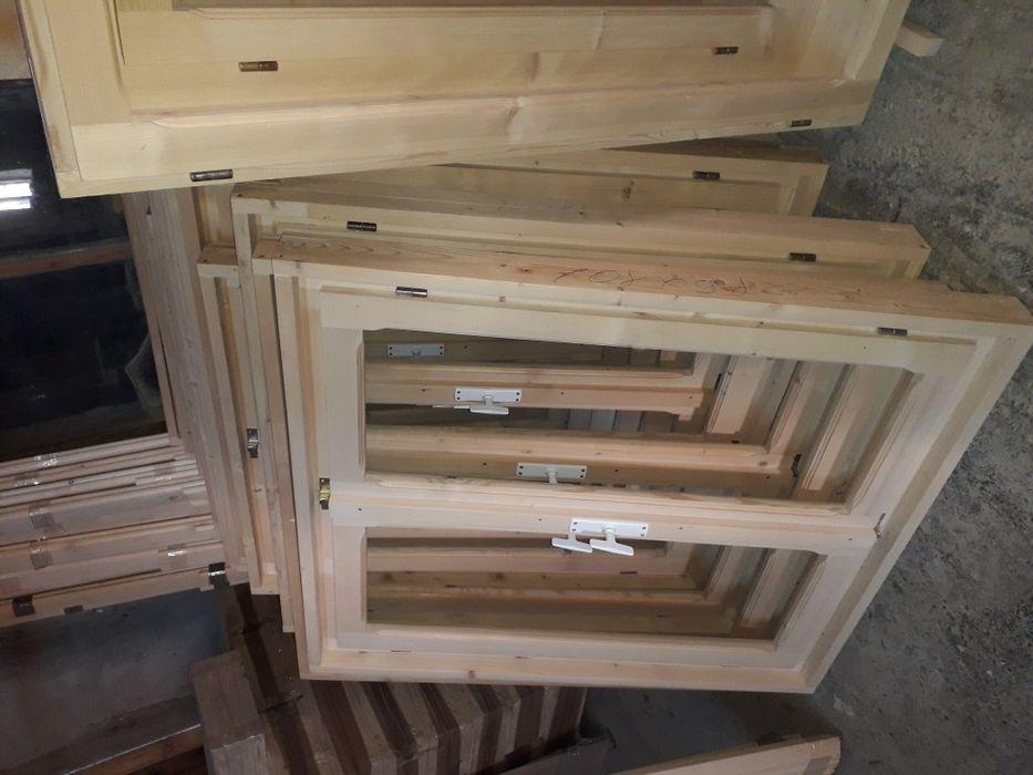 Geamuri simple din lemn masiv
