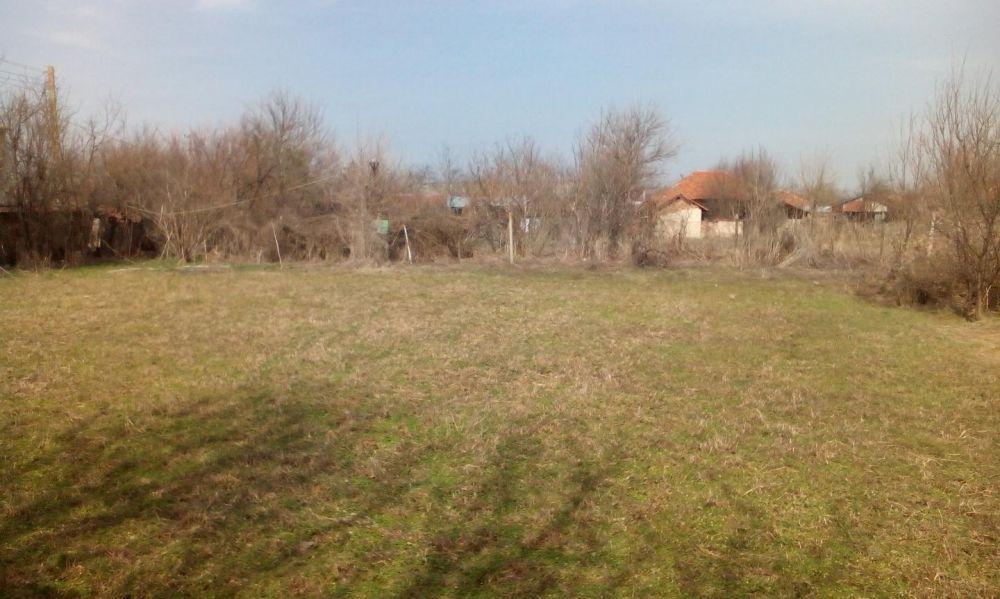 Парцел с къща с. Якимово