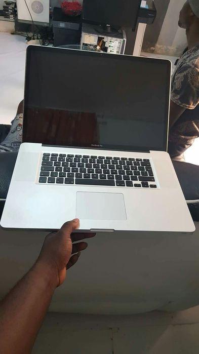 MacBook Pro 15 Retina Core i7 8GB RAM 500GB SSD Intel HD Graphics