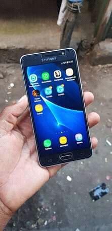 Samsung j5 com 16gb novo