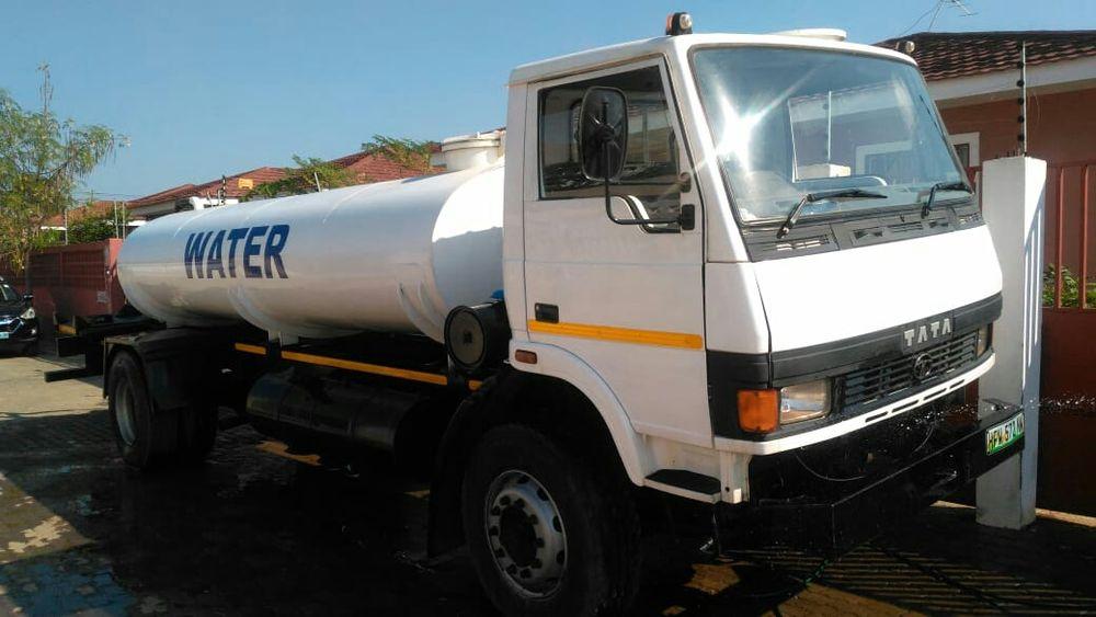 Tata Camioneta cisterna de agua