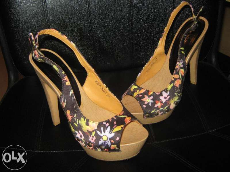 Нови флорални сандали