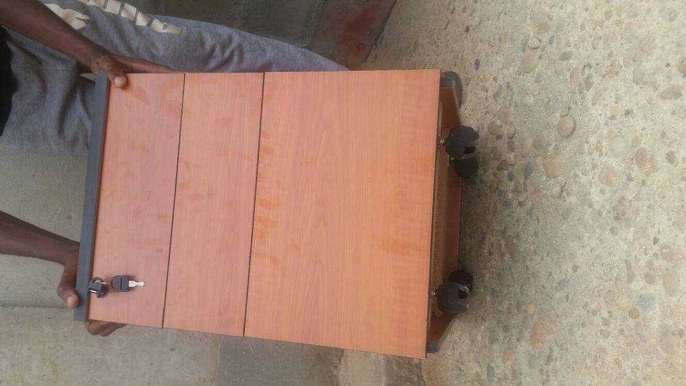 Vendo estes blocos de 3 gavetas com chaves rodado ou móvel.