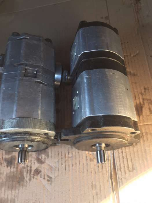 Pompe hidraulice BOBCAT simple , duble si in trei sectiuni executam