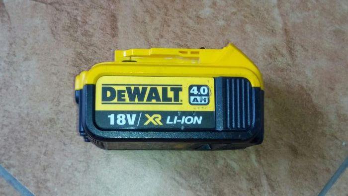 Baterie dewalt 18V Li Ion 4A