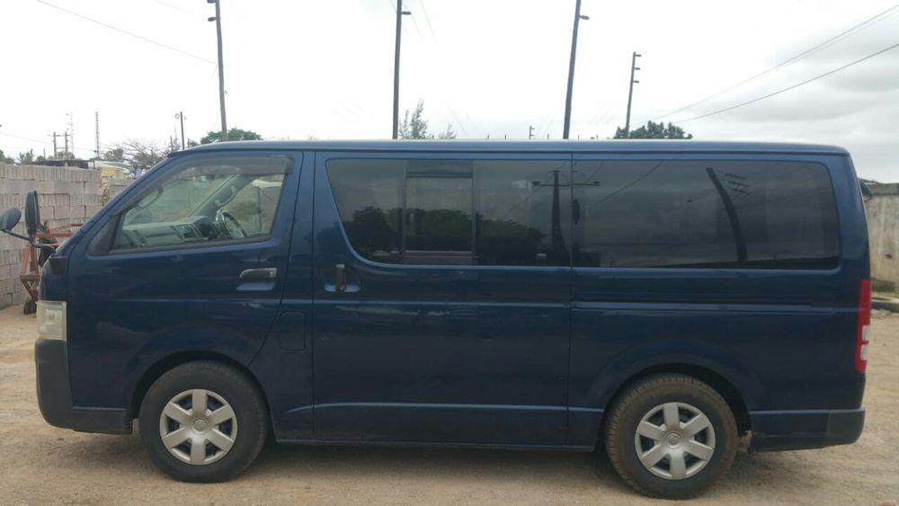 Minibus Toyota Hiace