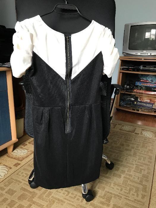 къса рокля в черно и бяло